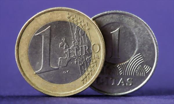 Литва готова перейти на евро: из Германии доставили тонны валюты