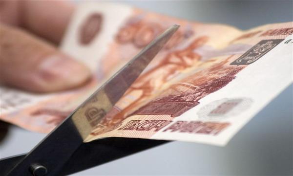 Резкая девальвация или серьезное затягивание поясов. Есть ли шанс у белорусского рубля не «улететь» за российским
