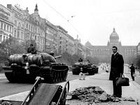 """Чехия и Словакия отмечают 20-летие """"бархатной"""" революции"""