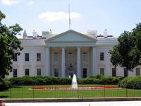 Двое американских военных-геев приковали себя наручниками к Белому дому