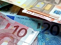 Евро уступает практически всем валютам мира
