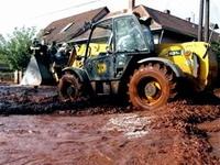 Два венгерских города затопило ядовитыми отходами