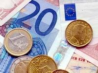 Курс евро упал ниже 1,3 доллара