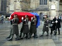 В Праге мировые лидеры проводили Гавела в последний путь