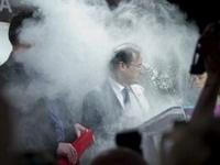 Кандидата в президенты Франции обсыпали мукой