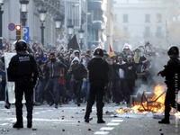 Протесты в Барселоне закончились стычками и поджогами