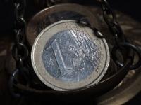 Курс евро упал до двухлетнего минимума