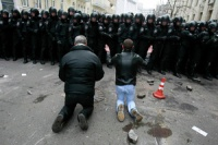Украинская оппозиция требует отставки президента и правительства