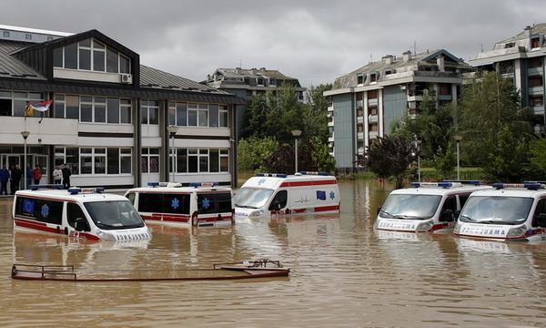 Cильнейшее за 100 лет наводнение на Балканах: погибли 20 человек
