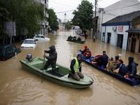 Количество жертв наводнений на Балканах растет