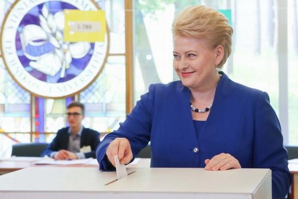 Даля Грибаускайте лидирует на президентских выборах