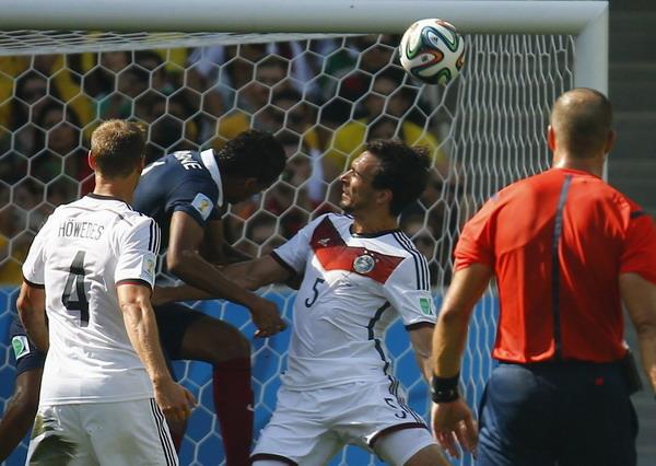 Немцы отправляют французов домой и идут в полуфинал