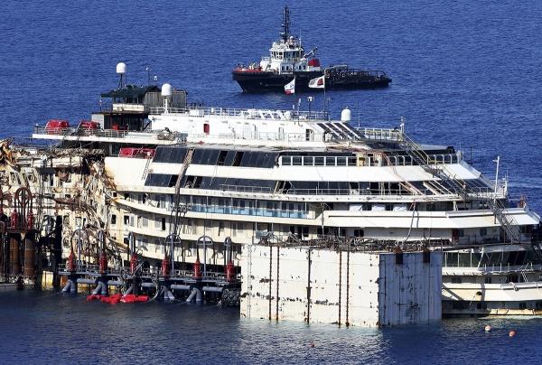 У берегов Италии началась операция по поднятию Costa Concordia