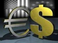 Курс евро упал до годового минимума к доллару