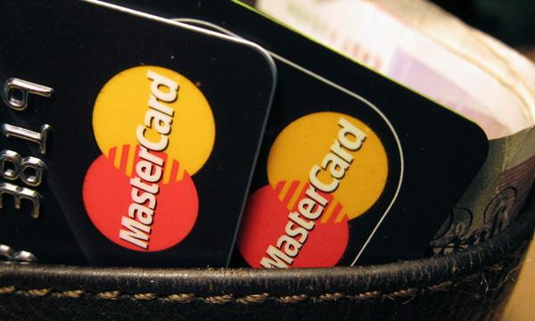 MasterCard представила платежную карту со сканером отпечатков