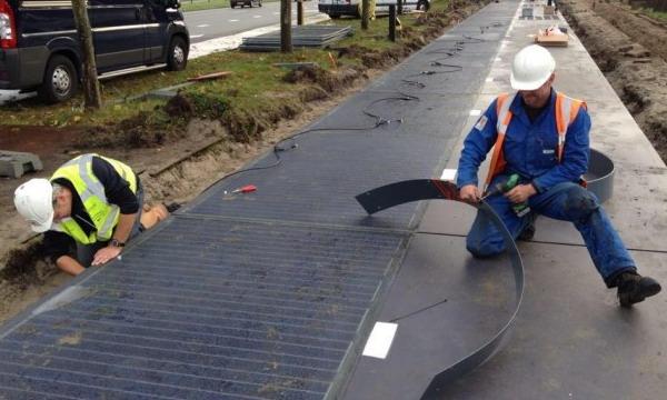 В Голландии построили первую в мире солнечную велодорожку