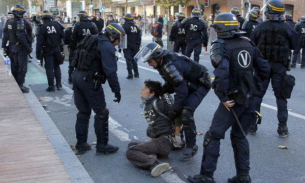 Глава МВД Франции может лишиться поста из-за гибели демонстранта