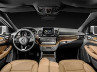 Mercedes-Benz представил GLE Coupe - конкурента BMW X6