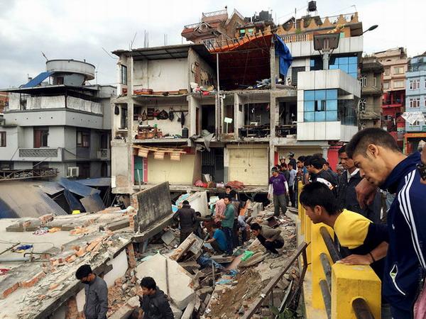 Землетрясение в Непале. Более 7000 погибших.