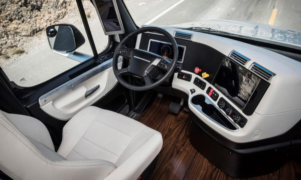 Грузовику Freightliner с автопилотом разрешили ездить по дорогам
