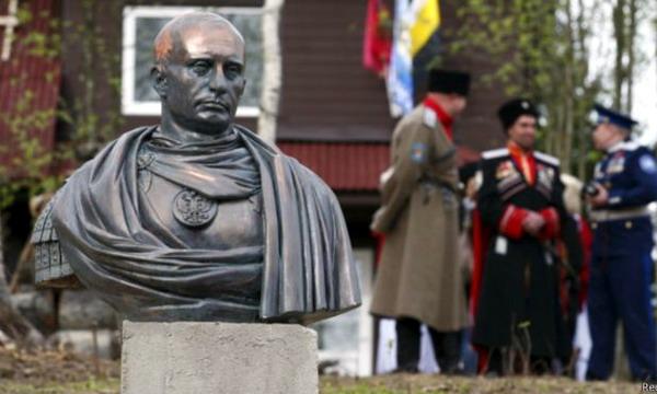 В России появился памятник Путину в образе императора