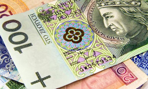 В Польше увеличат минимальную зарплату до 450 евро