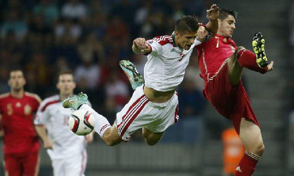 Белорусы уступили испанцам в квалификации к футбольному Евро-2016