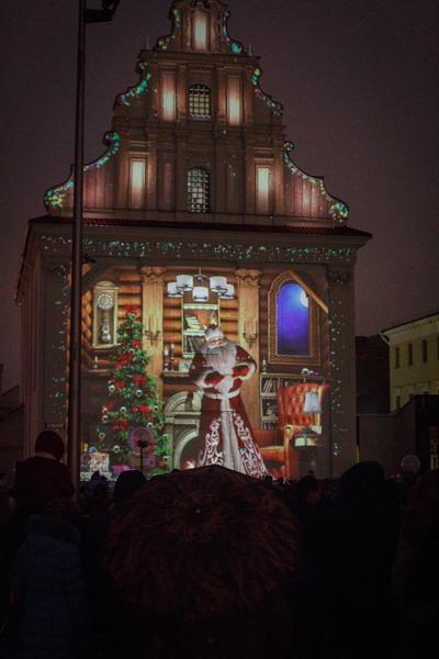 Фото: Шествие Дедов Морозов и Снегурочек в Минске 25 декабря