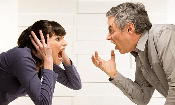 Психологи: Женщины стресс «заедают», а мужчины — «запивают»