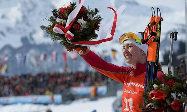 Домрачева выиграла серебро в гонке преследования на ЧМ по биатлону
