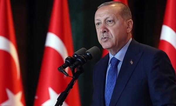 Эрдоган назвал зависимость от доллара помехой для мировой торговли