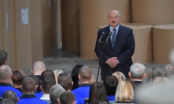 Где Лукашенко читает новости?